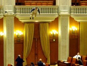 Parlamentoda böyle intihar etti !