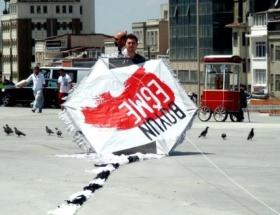 Taksim Meydanında uçurtmalı eylem