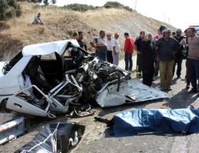Cenaze dönüşü kaza: 3 ölü