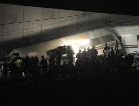 Otobüs ile tren çarpıştı: 6 ölü!