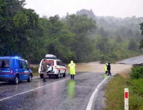 Türk derneklerinden sel mağdurlarına yardım