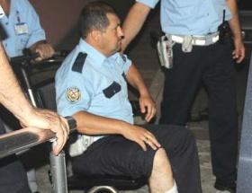 Motosikletli, polisin ayağını kırdı