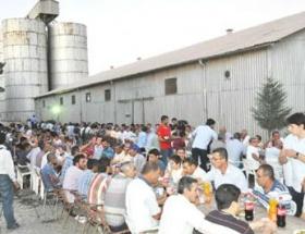 Suriye sınırında iftar yemeği