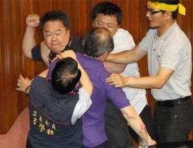Parlamentoda nükleer kavga