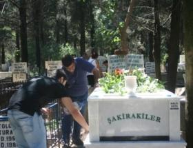 Mezarlıklar ziyaretçi akınına uğradı