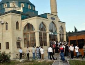 Azerbaycanda bayram namazı bugün kılındı