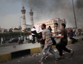 Mısırda iki farklı grup Tahrirde çatıştı