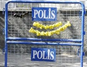 Polis barikatında kurutmalık biber