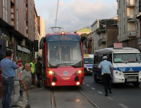 İlk yerli tramvay yolda kaldı!
