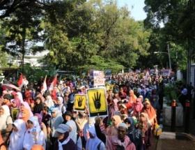 Endonezyada Mısır halkı ve Mursiye destek gösterisi