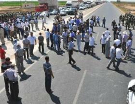 Çiftçiler İpek Yolunu trafiğe kapattı