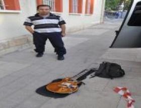 Şüpheli çantadan elektro gitar çktı