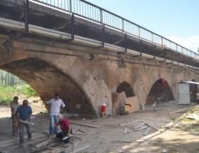 Tarihi Sis Köprüsünün restorasyonu başladı