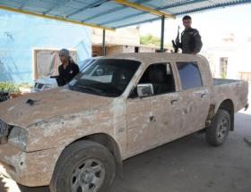PYD bütün araçlarını çamurla sıvadı