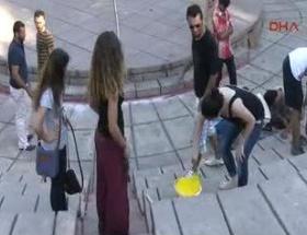 Antalyada merdiven boyama eylemi