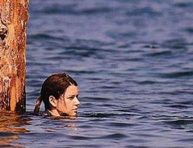 Dört saat suyla boğuştu