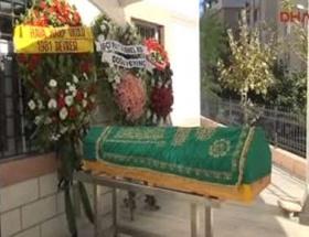 Emekli Albay babasının cenazesine katıldı