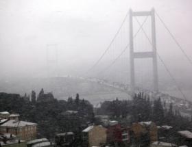 Köprü buz tutunca trafiğe kapatıldı