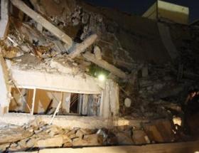 Kaddafinin binası vuruldu