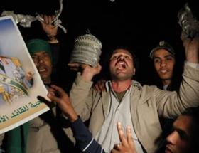 Kaddafi sivilleri canlı kalkan yapıyor