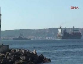 Rus savaş gemisi Çanakkaleyi geçiyor