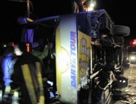 İran otobüsü devrildi: 2 ölü