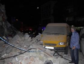 Beyoğlunda bina çöktü
