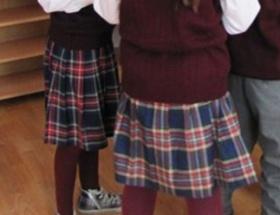 Kız öğrencilerin etek giymesi yasaklandı!