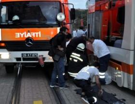 Tramvayın altında kalan çocuk öldü