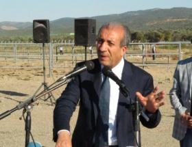 Bakan Eker, Kürtçe şarkı söyledi