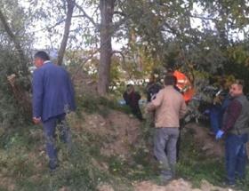 Orman işçisi kendini ağaca astı