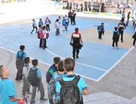 İlköğretim okuluna bomba ihbarı