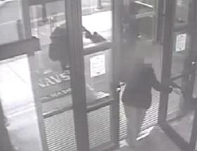 Kuyumcuda hırsızlık yapan kadın aranıyor