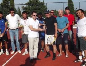 Enezde tenis turnuvası sona erdi