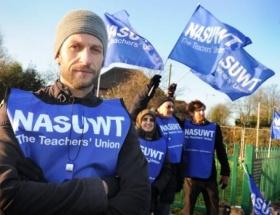 İngilterede öğretmenler grevde