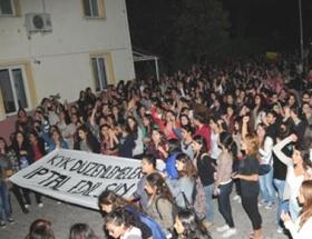 Üniversite yurdunda kızlar eylemi
