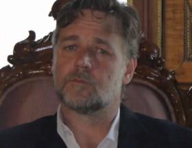Russell Croweden Cem Yılmaza: Çakal çatalımı çalıyor