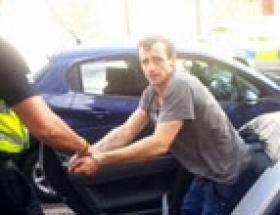 Hırsızı arabaya kilitlediler