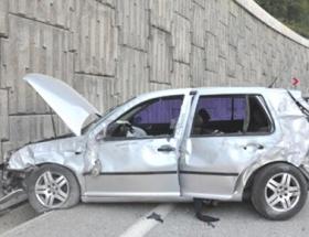 Polis memurunun otomobili devrildi