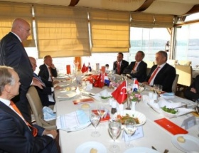 Türkiye-Hollanda resmi maç yemeği düzenlendi