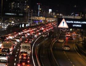 Elmadağda yoğun trafik