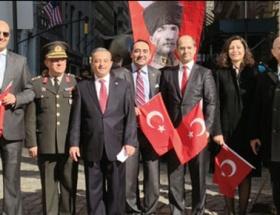 New Yorkta Türk bayrağı göndere çekildi