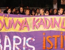 Kadınlardan duvara karşı eylem