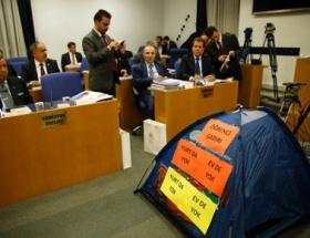 Meclise öğrenci çadırı