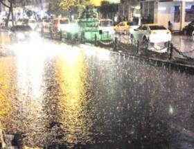 İzmitte şiddetli yağış korkuttu