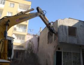 Osmangazi Belediyesi iki kaçak binayı yıktı