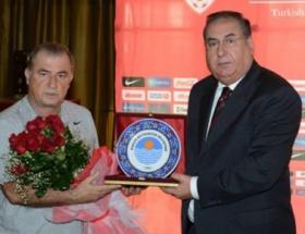 Başkan Özcan, A Millileri ziyaret etti