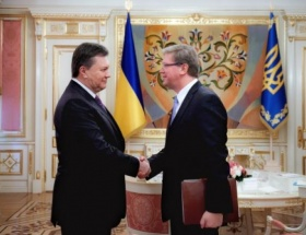 Yanukoviç, Füle ile görüştü