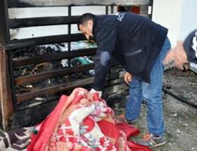 Elbiseleri tutuşan kadın yanarak öldü