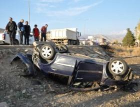Polis otosu ile minibüs çarpıştı: 2 yaralı